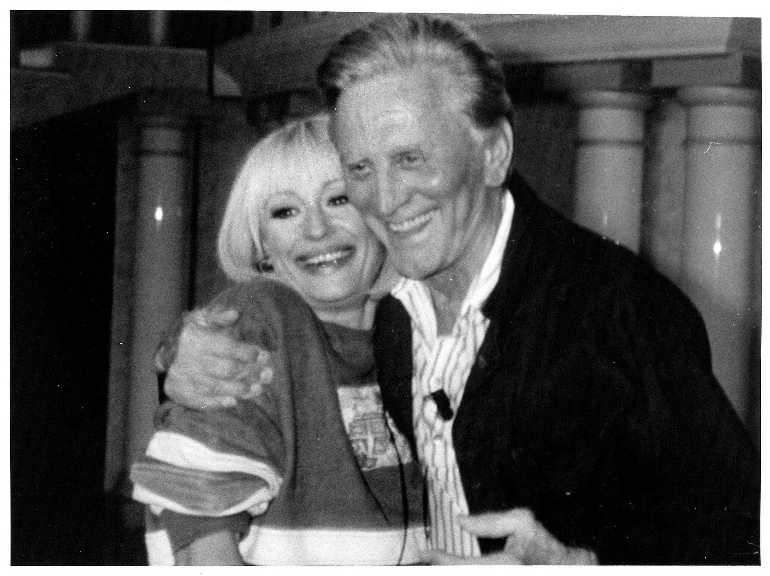 Raffaella Carrà e Kirk Douglas, 1989