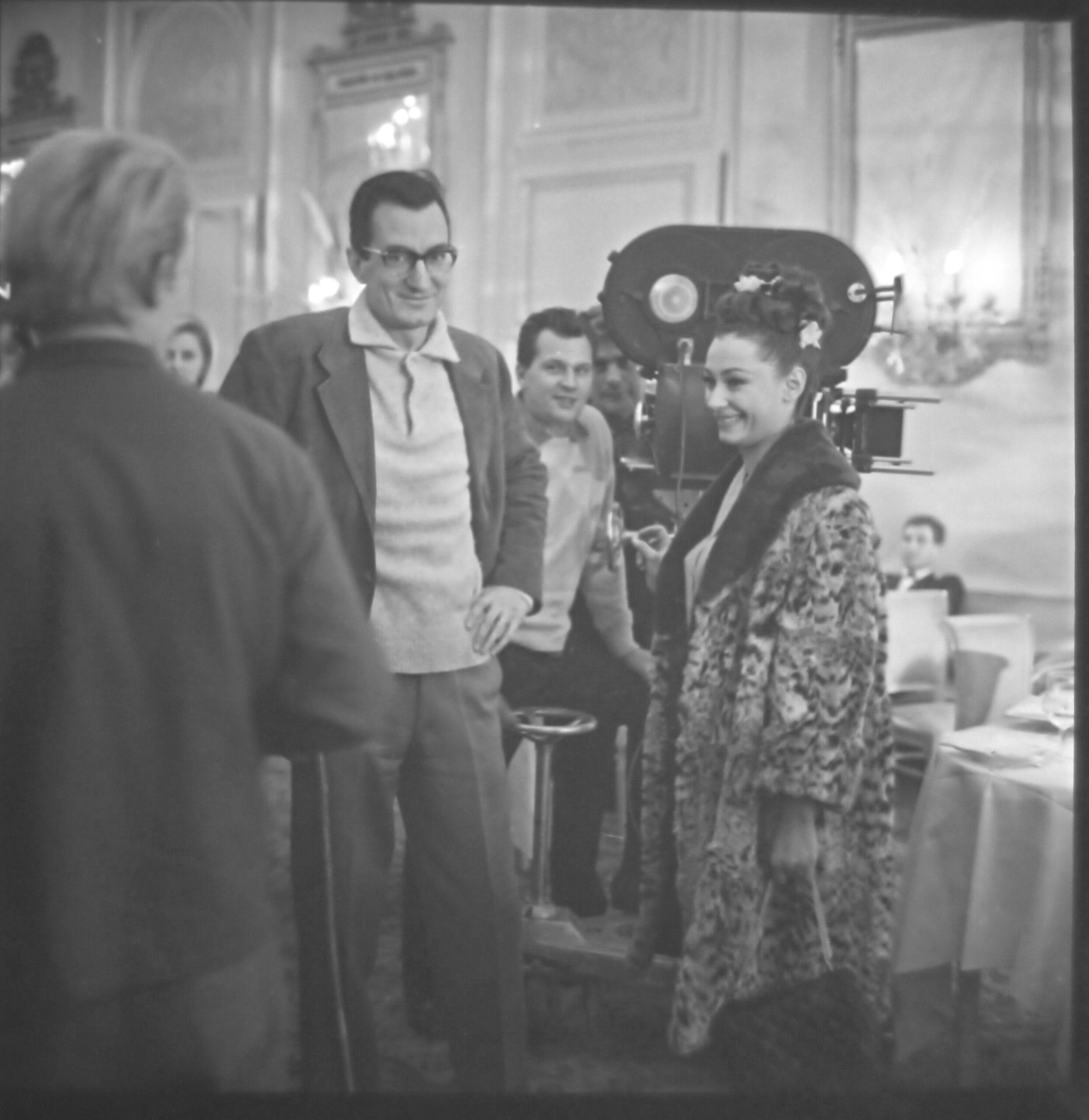 Raffaella Carrà a Cernobbio con il regista Lizzani, 1964